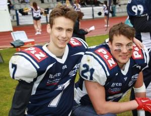 Typhoons QB Jens Lehnhardt (7) und TE Jakob Zschäbitz (21)